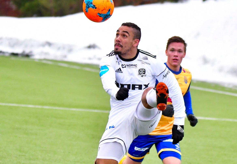 Ulrik Reinaldo Berglann har fullt fokus på ball.