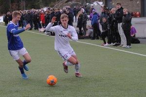 Mathias Dahlsmo Glöckner i aksjon for Arendal junior mot Trauma i NM G19. Arendal vant 3-1.