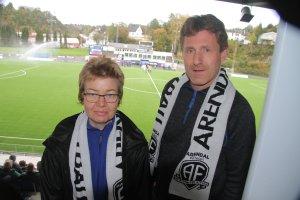 Lene og Roy Gundersen har hjertet i Arendal Fotball.