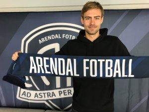 Mads Nørby Madsen har signert ny kontrakt med Arendal Fotball.