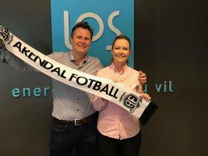 Markeds- og kommunikasjonsdirektør Thorbjørn Laundal og Marit Høigilt i LOS gleder seg til heftige lokaloppgjør mot Start og Jerv denne sesongen.