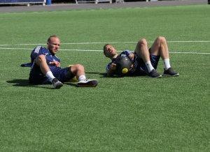 Omar el Ghaouti og Dejan Corovic under styrkeøkten med Aktiv Trening.