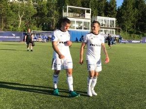 Aleksandar Corovic og Wilhem Pepa går skuffet av banen etter cup-tapet mot Notodden.