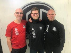 Steinar Pedersen, Mikkel Bjørnstad og Roger Risholt er alle ansatt på heltid som trenere i Arendal Fotball i 2019.