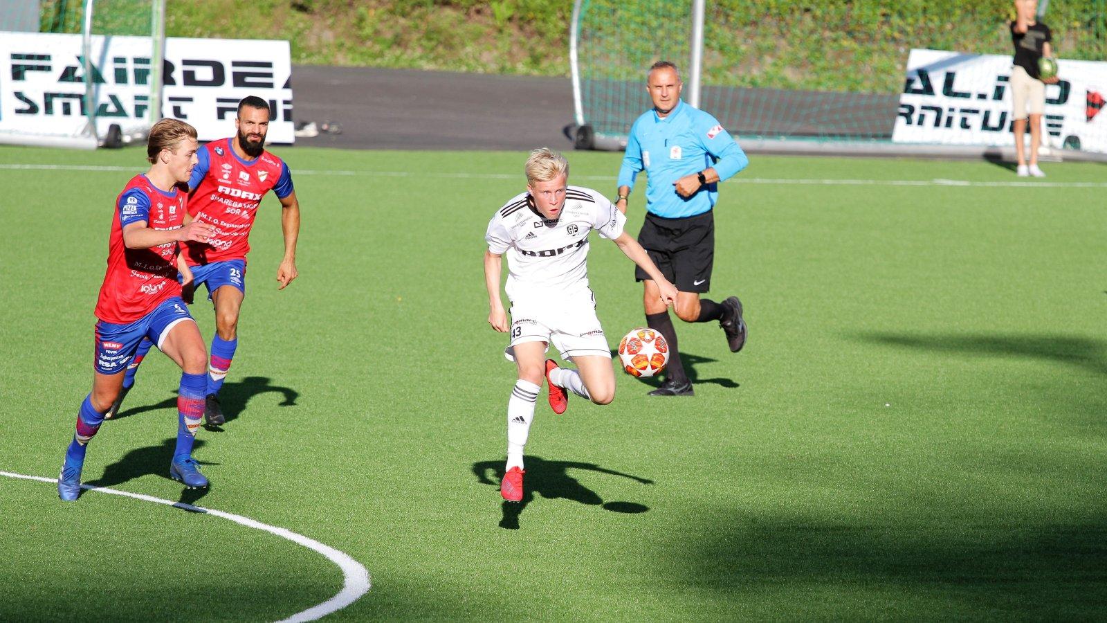 Even Larsen for Arendal 2 mot Express.
