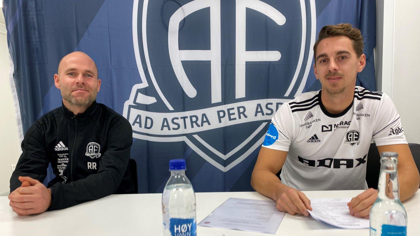 Mathias Johansen har signert for Arendal Fotball. - En spillertype vi har manglet, mener Roger Risholt.