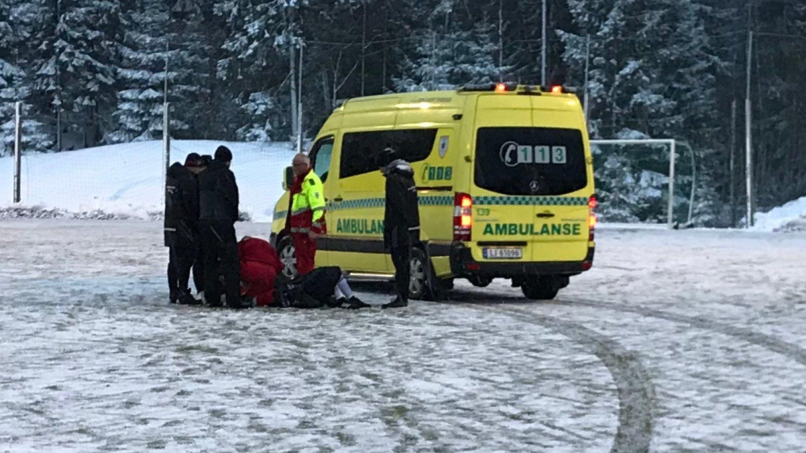 Det måtte tilkalles ambulanse da to Arendal-spillere ble skadet under cup-kvalifiseringskampen mot MK tirsdag kveld.