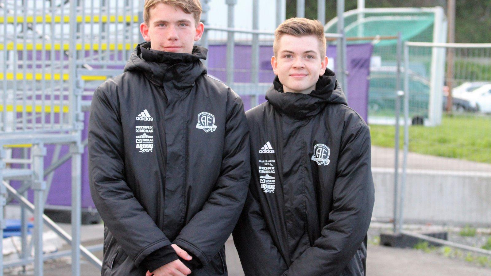 Vebjørn Langballe og Marius Lundberg var utplassert og hadde arbeidsuke i Arendal Fotball.