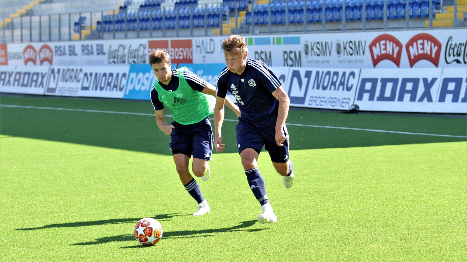 Markus Håbestad med ballen på trening 7. juni.