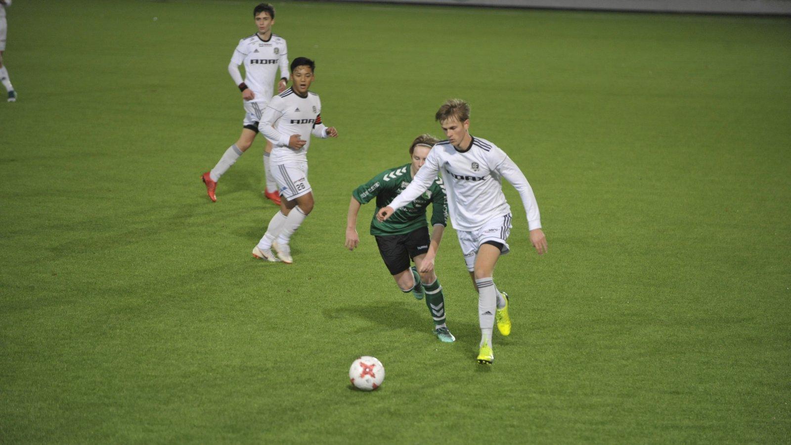 Anders Hylen Pedersen og resten av Arendal-guttene var klart best før pause.