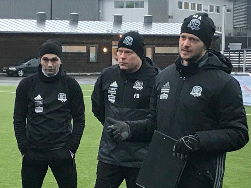 Mattias Andersson (til høyre) sammen med assistenttrener Frank Bredal og Wilhem Pepa som er på vei tilbake etter sykdom.