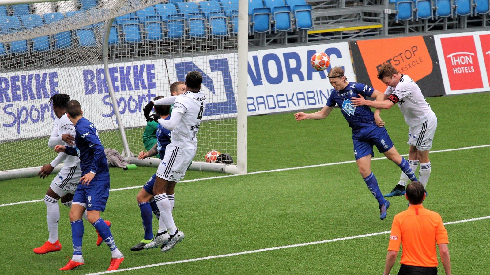 Fabian Ness i aksjon mot Hødd på søndag. I mai kommer det en rekke muligheter for fulltreffere for Fabian og hans lagkamerater.