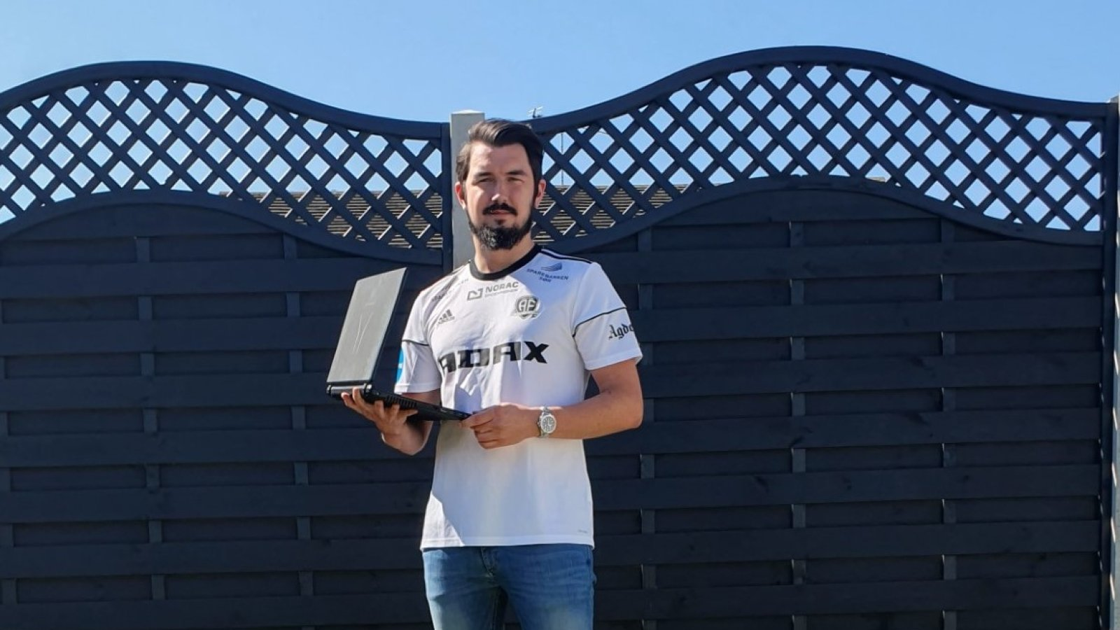 Louis King har spilt Arendal Fotball frem til europacuptriumfer og en lang rekke trofeer i spillet Football Manager. FOTO: PRIVAT