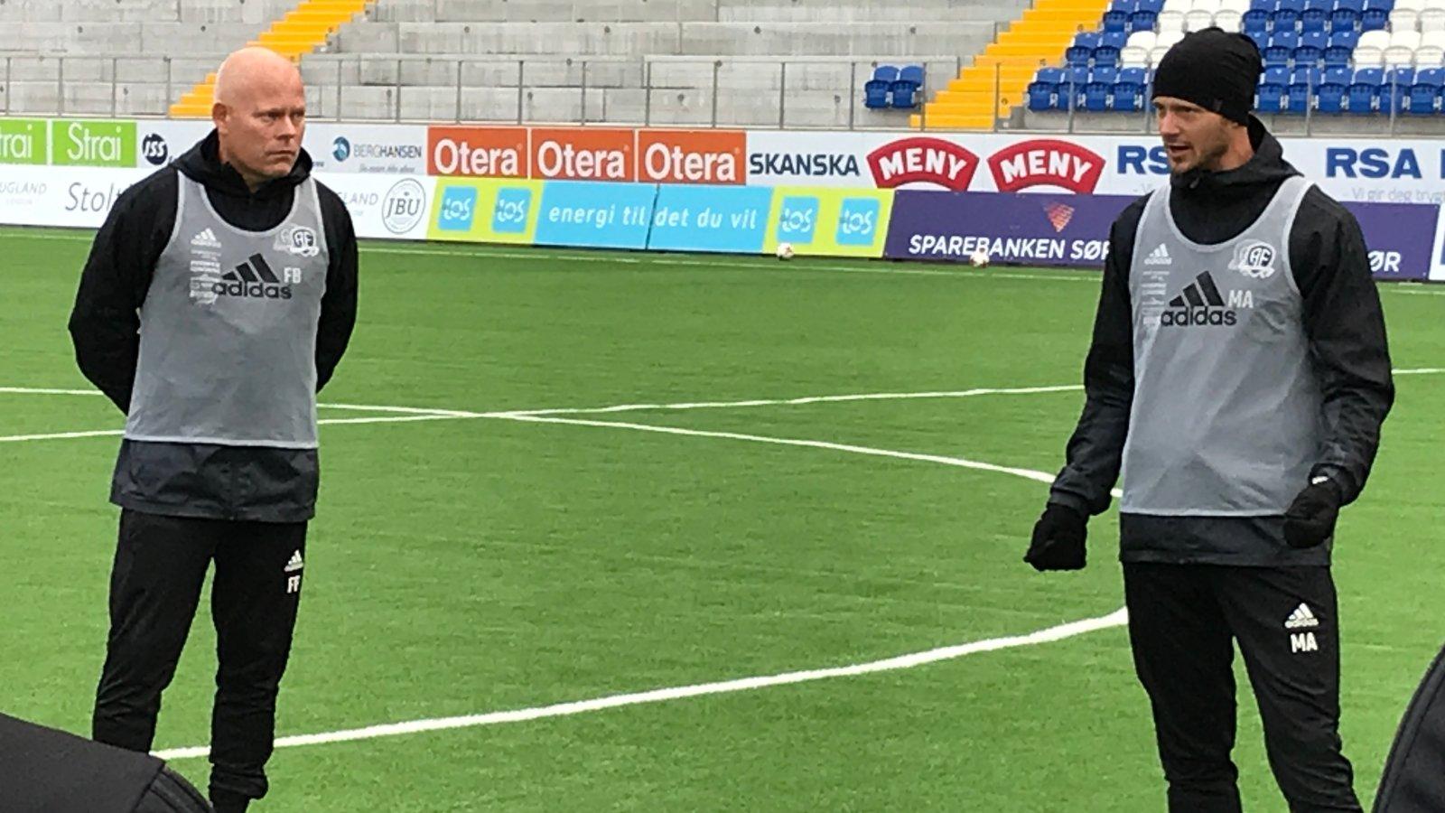 Mattias Andersson (til høyre) og Frank Bredal på treningsfeltet på Norac stadion.