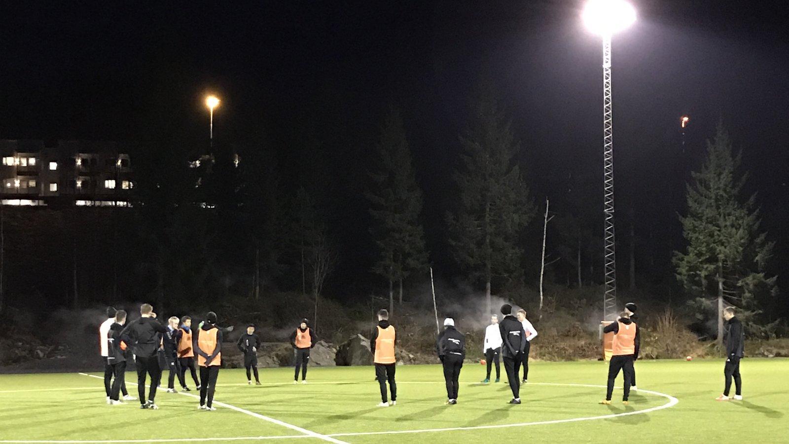 Januar har vært knalltøff på treningsfeltet. Nå jakter trenerteamet svar gjennom treningskampene i februar.
