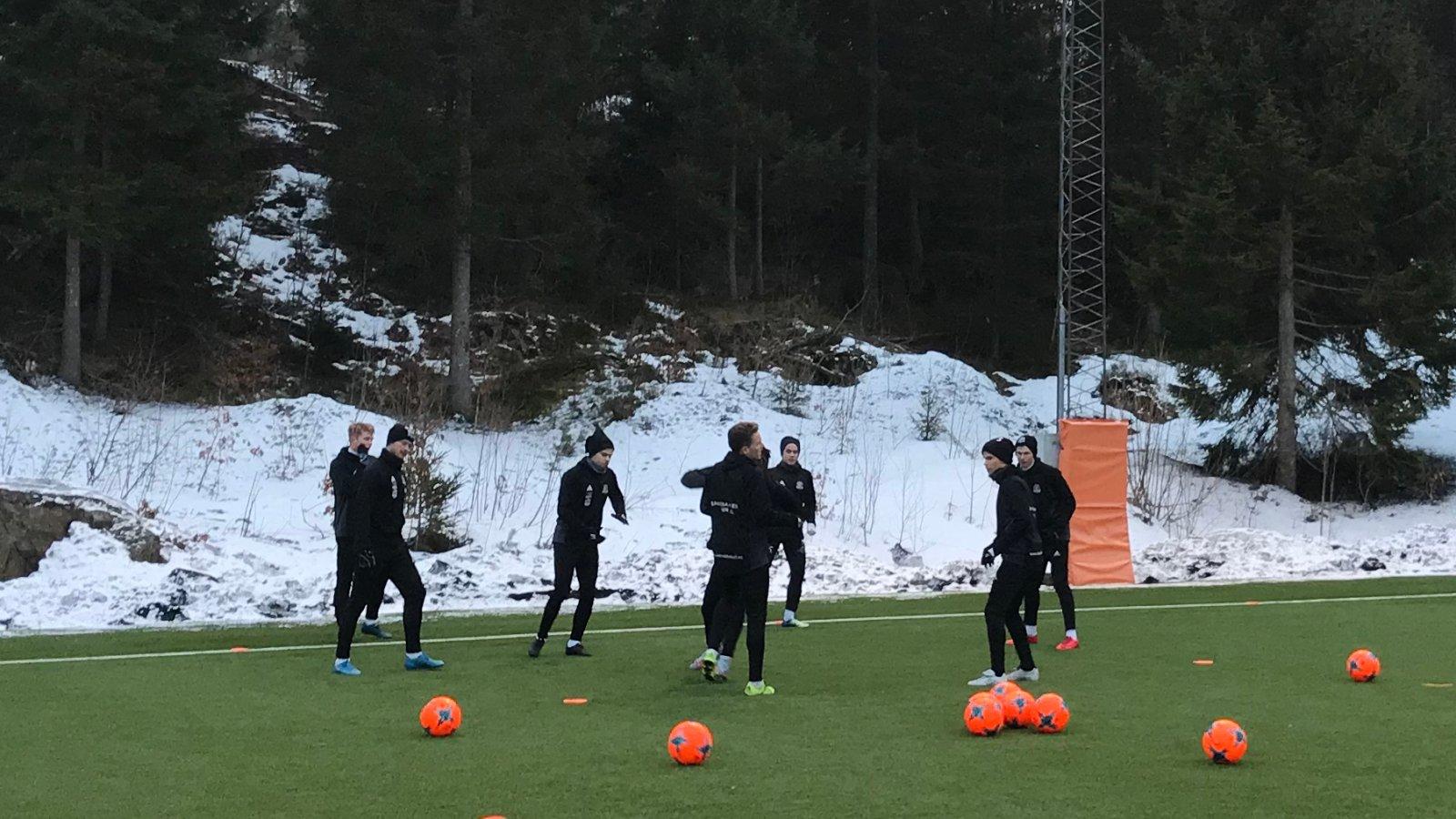 Det har vært så tynt på treningsfeltet de siste dagene at treningskampen mot Vindbjart i Sørlandshallen fredag må avlyses for Arendals del.