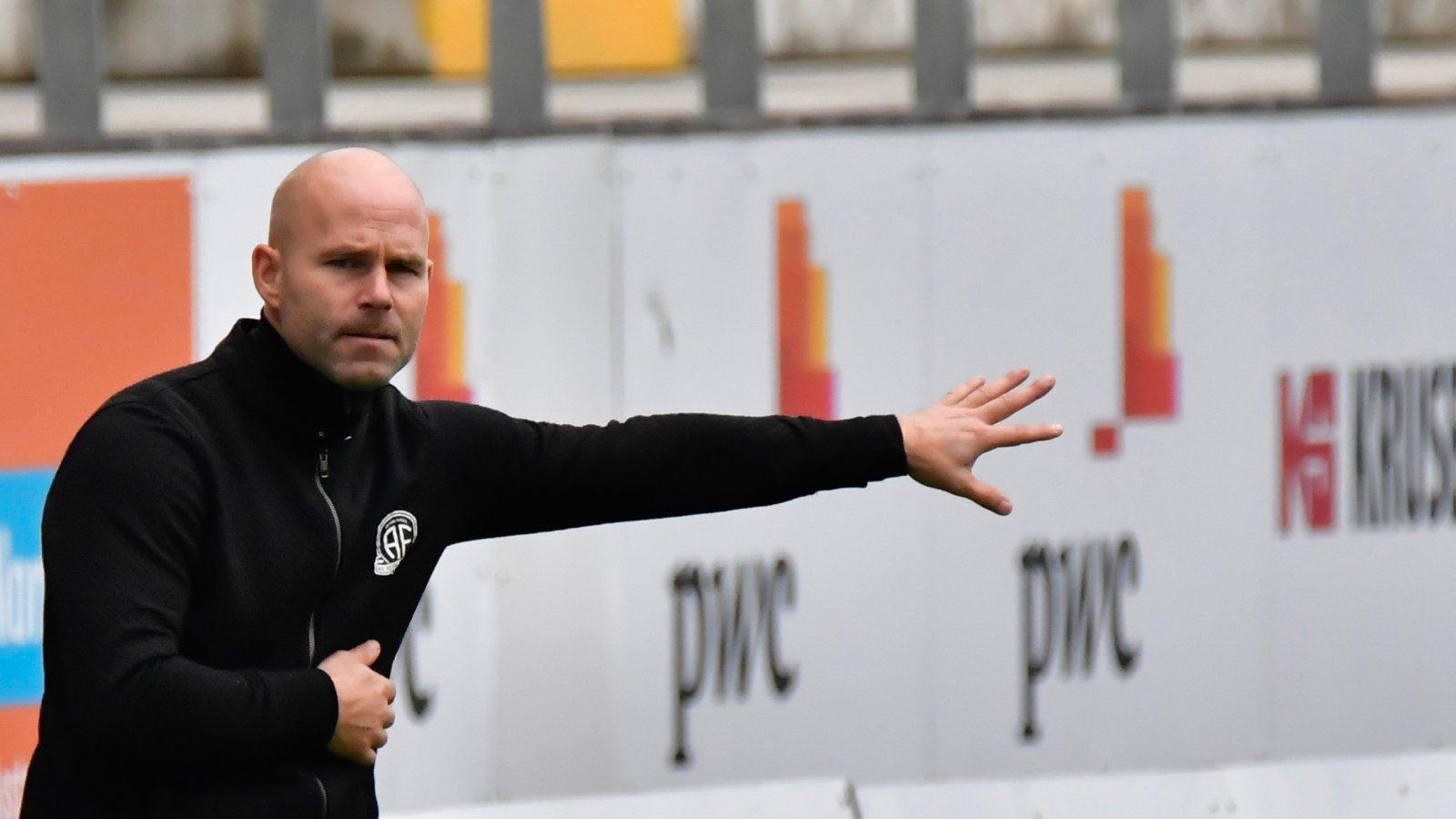 Roger Risholt har to seire og en uavgjort som trener i Arendal Fotball.