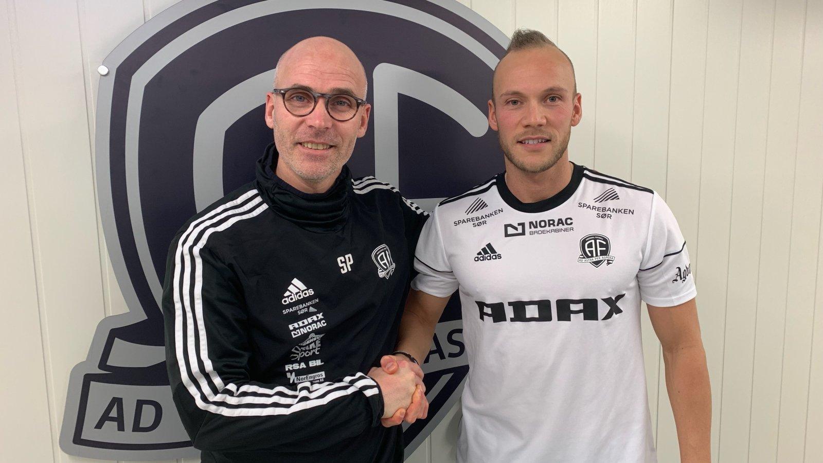 Steinar Pedersen kan ønske Omar Fonstad el Ghaouti velkommen til Norac stadion.