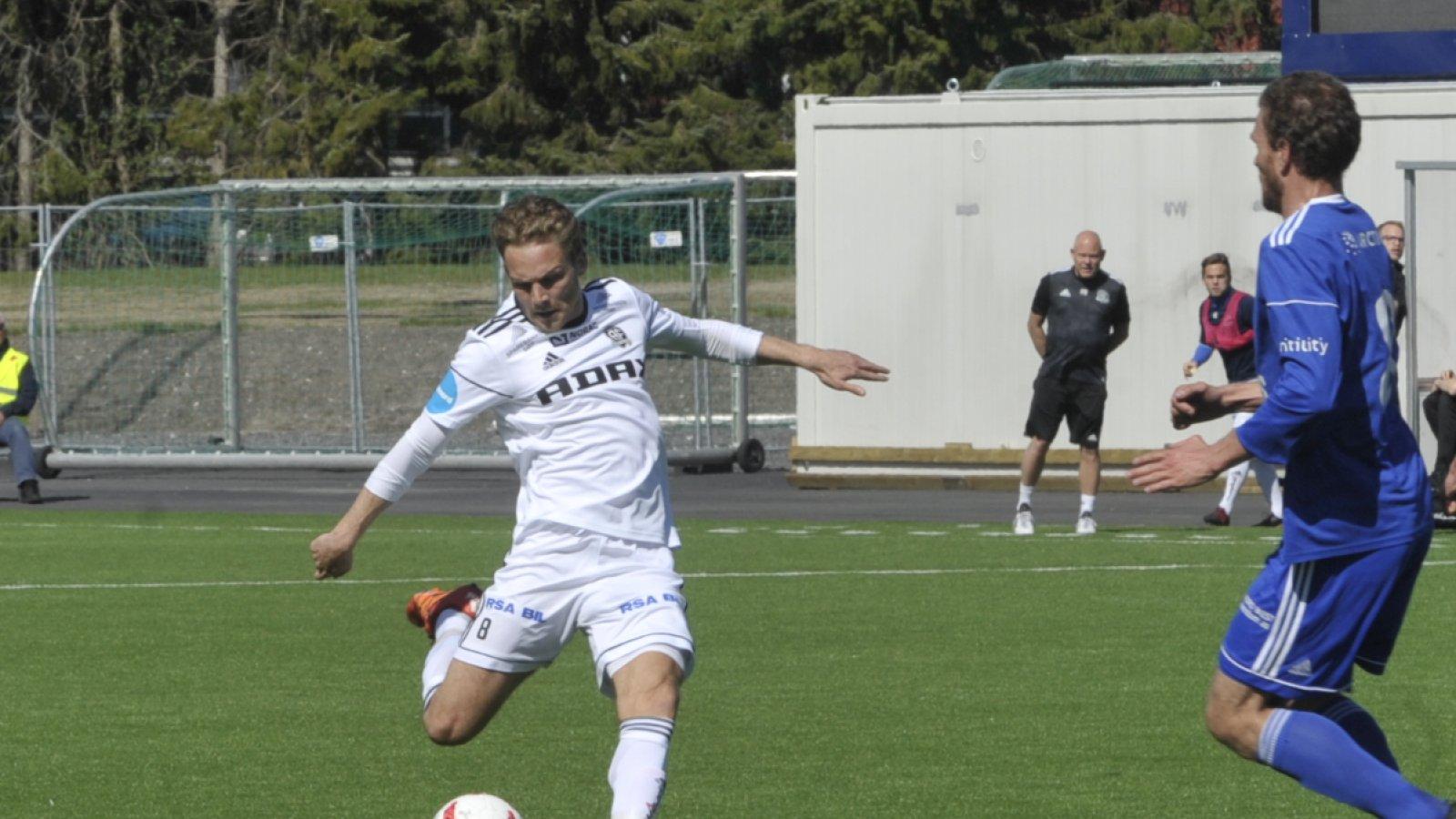 Rasmus Lynge Christensen fyrer løs.