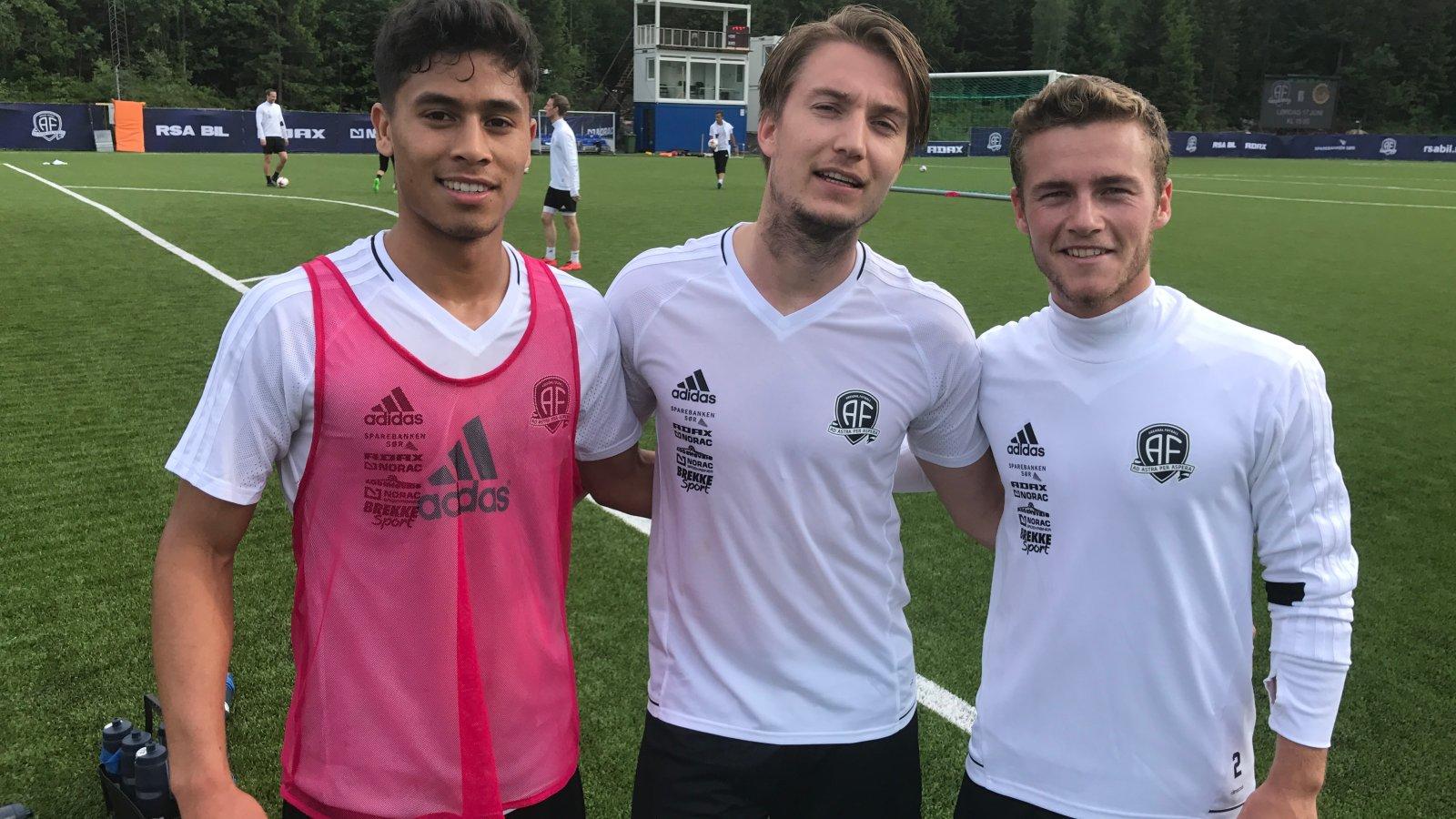 Moses Dyer, Jaran Jørgensen og Ross Holland Murtagh fant seg til rette på Arendal-trening og føler det er høyt nivå.