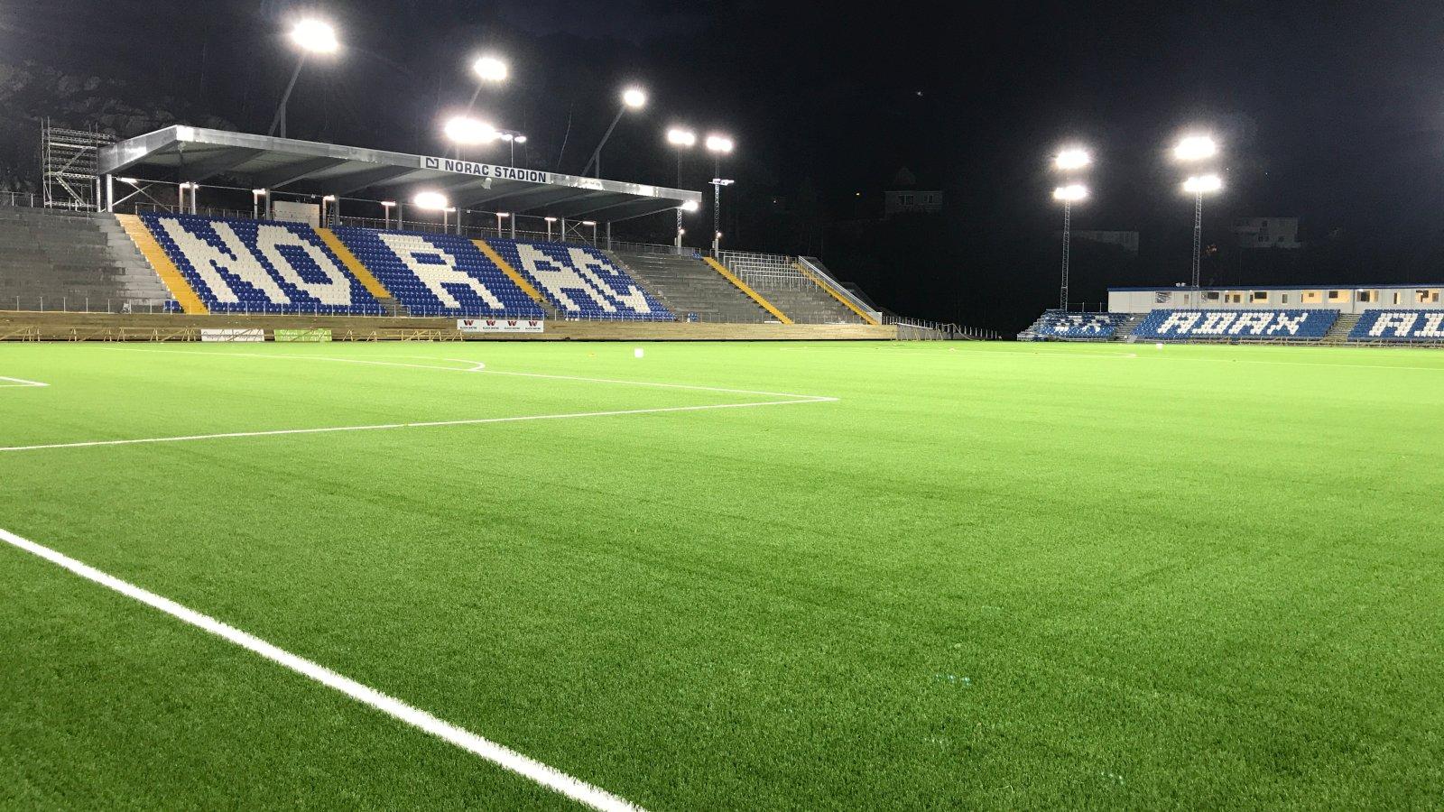 Flomlys på Norac stadion.