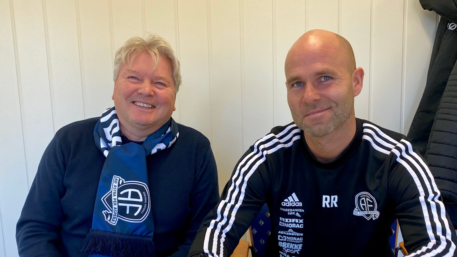 Sportslig leder Rune Aarrestad er fornøyd etter å ha blitt enig med Roger Risholt om en toårskontrakt som hovedtrener i Arendal Fotball.