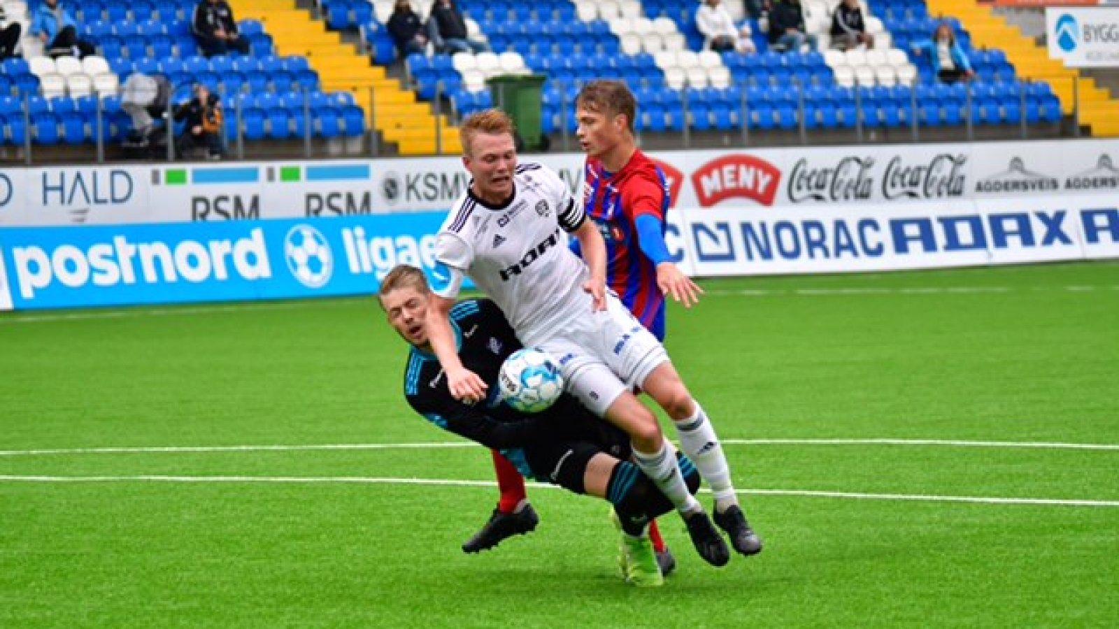 Fabian Stensrud Ness kriger inn 2-0 rett før pause.