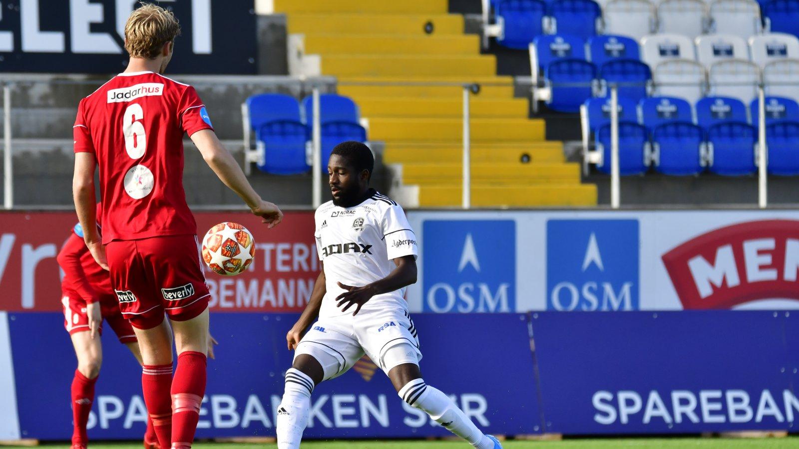 Shariff Cham scoret 1-0 for Arendal Fotball mot Vidar.