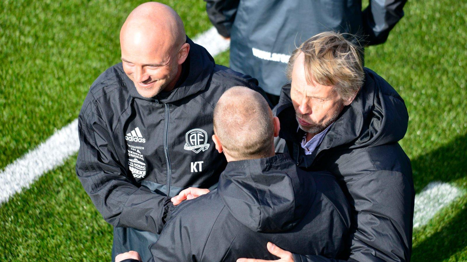 Knut Tørum, Arve Seland og Terje Henriksen (med ryggen til) kan se frem mot en svært tøff periode der kampene kommer tett.