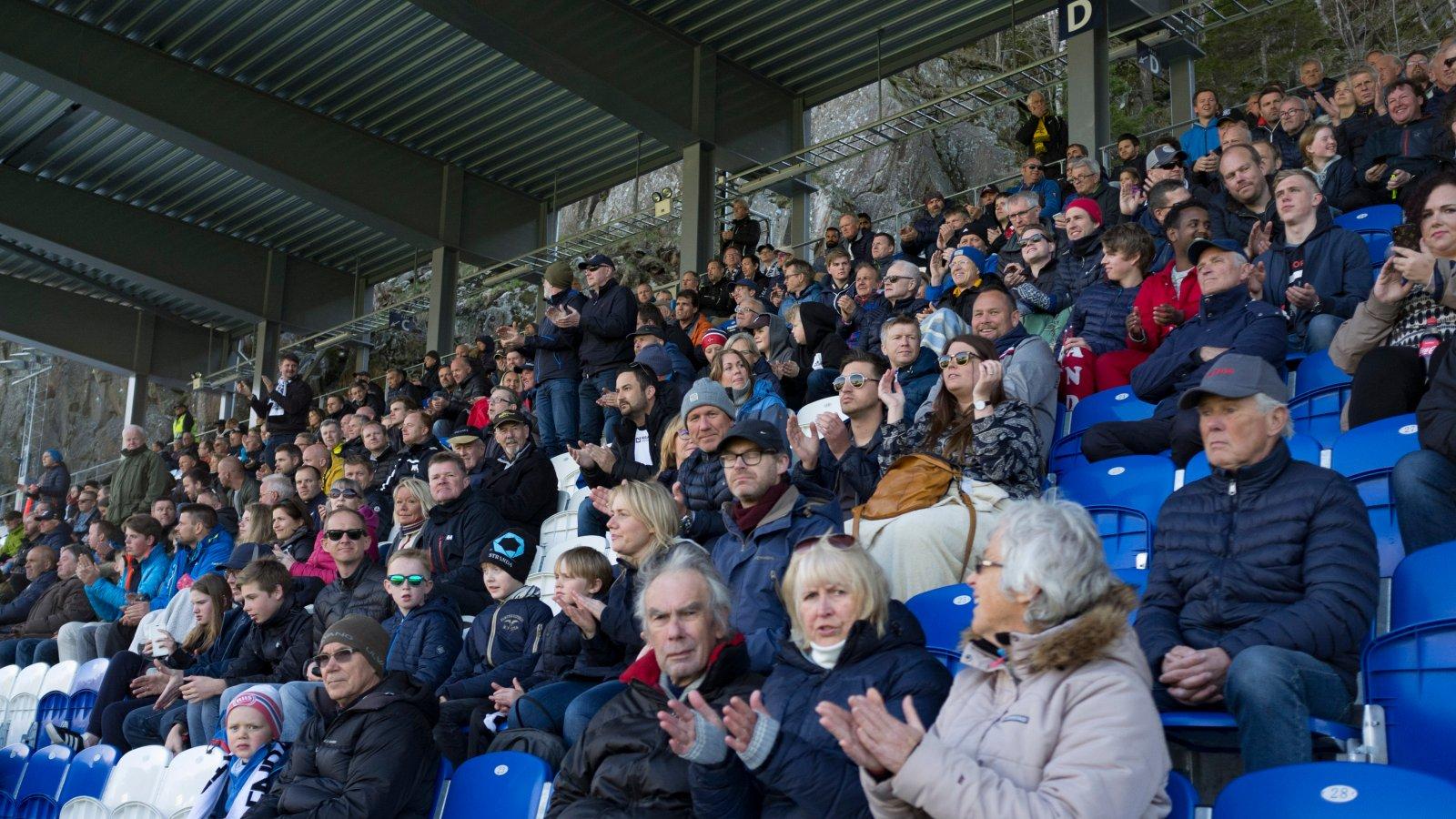 Publikum på Norac stadion.