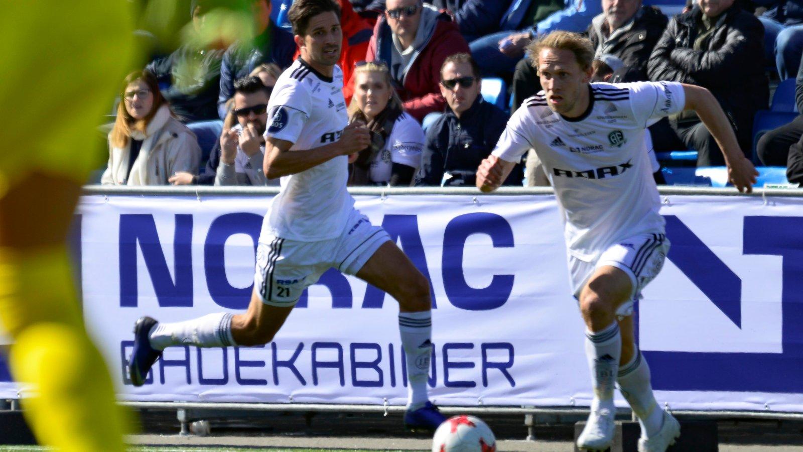 Tobias Olsvik i fint driv, mens Viktor Lövgren kommer på overlap.